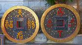 гигантские каменные монеты — Стоковое фото