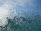 Frosty patroon op winter venster — Stockfoto