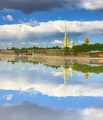 St. Peter and Paul fortress with reflection — Stock Photo