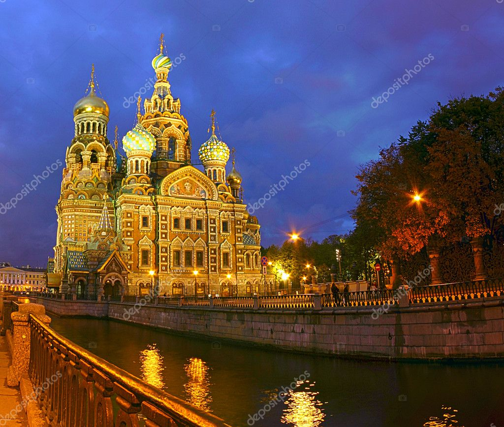 Temple savior-on-the-blood in saint-petersburg — Stock Photo #6785454