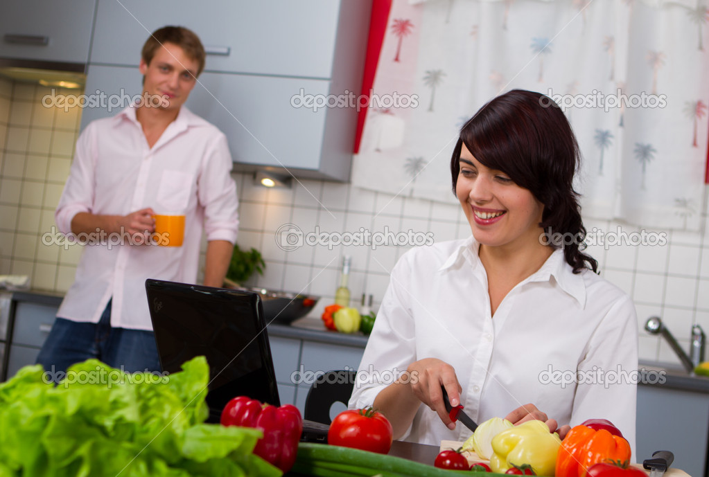 Young couple in the kitchen preparing salad  — Stock Photo #6805110