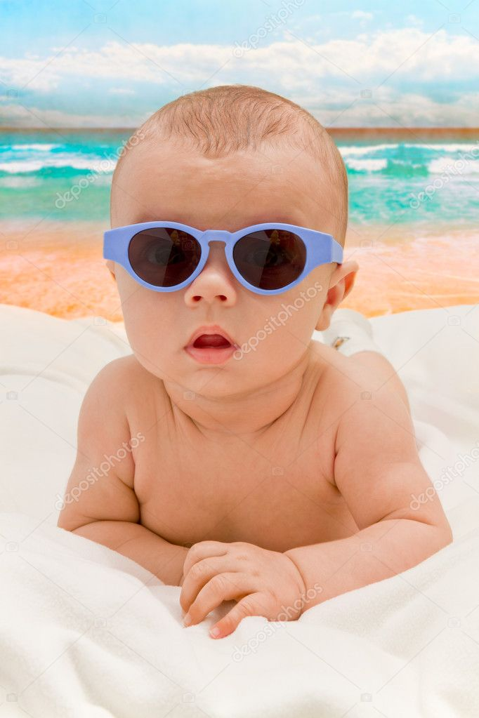 Funny baby in sunglasses on the beach — Stock Photo #7137102