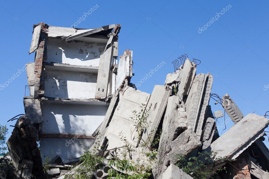 Destroyed building. earthquake — Stock Photo #7341002