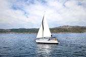 Bílá plachetnice — Stock fotografie