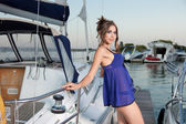 The charming beauty poses at the yacht — Stock Photo
