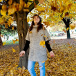 Girl throw yelow leaves — Stock fotografie