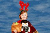 頭やギフトにルドルフ ・鹿の角を持つ少女 — ストック写真