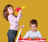 Boy and little girl play music — Стоковое фото