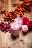 Pink bath salt for aromatherapy — Stock Photo
