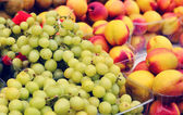 Grapes and peaches — Stock Photo