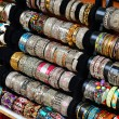 Foto Stock: Rows of colorful bracelets on jewelry market