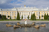 The palace and fountain, Peterhof — Stock Photo