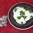 Cottage cheese with parsley and slices of garlic — Foto Stock