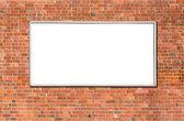 пустой рекламный щит на кирпичной стене — Стоковое фото