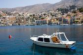 Malé jachtě na ostrově symi — Stock fotografie
