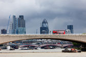 Bus on Waterloo Bridge in front of the London City — Stock Photo