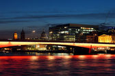 Cityscape with illuminated London Bridge at night. — Stock Photo