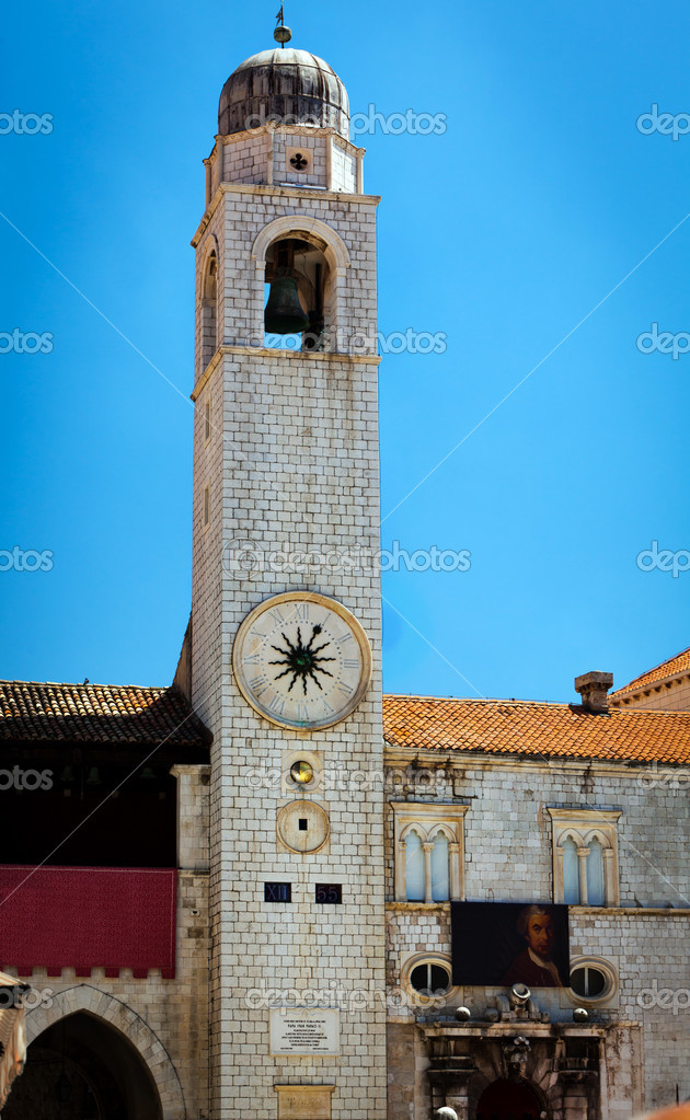 The big bell tower on main square in Dubrovnik, placa Sradun, Croatia. — Stock Photo #7421623