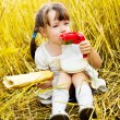 Girl having a picnic — Stock Photo