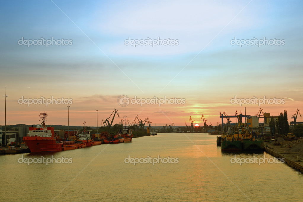Sunset at the port in Gdansk, Poland.  Lizenzfreies Foto #6803137