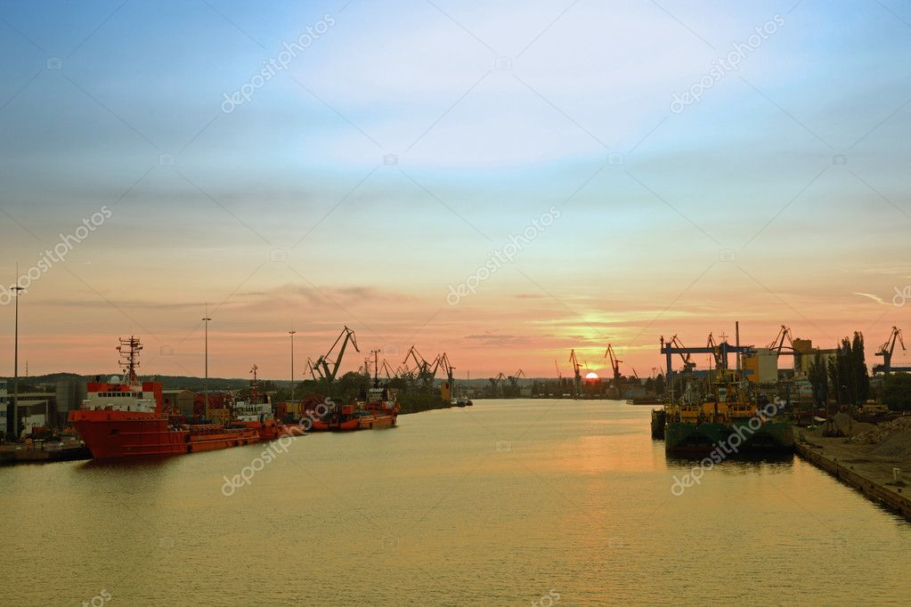Sunset at the port in Gdansk, Poland.  Zdjcie stockowe #6803137