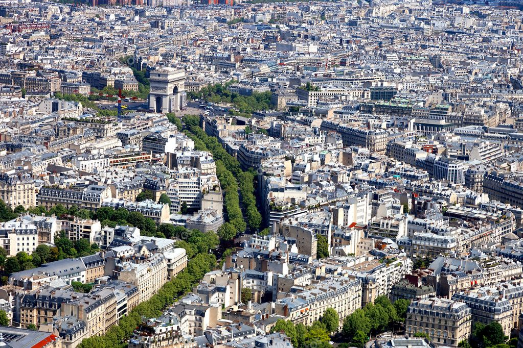Aerial view of the Arc de Triomphe in Paris from the Eiffel Tower. — Stock Photo #6837274