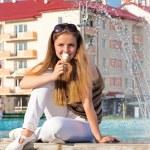 Teen girl with ice cream in street — Stock Photo
