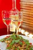 サラダ白ワイン — ストック写真