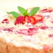 Strawberry pie decorated with ripe strawberry, mint and almond f — 图库照片