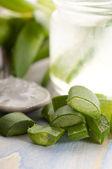 Aloe vera succo con foglie fresche — Foto Stock