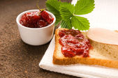 Wild strawberry jam with toast — Foto Stock