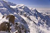 Rocas cubiertas de nieve — Foto de Stock