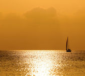 Sunset sea and yacht — Stock Photo
