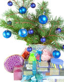 Fur-tree branches and a gift box — Стоковое фото