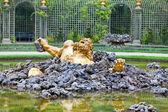 Versailles. Brunnen-Enkelados (der Riese aus der griechischen Mythologie.) — Stockfoto