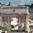 A triumphal arch and Roman Forum, Italy - Stockfoto