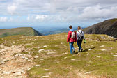 Two hikers walking on Snowdonia, Wales, UK — Stock Photo