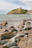 Criccieth playa y castillo en north wales — Foto de Stock