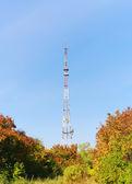 Paisagem de outono com a torre de tv — Foto Stock