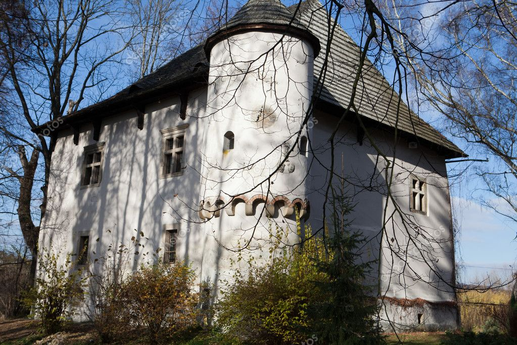 Fortified manor house in yezhov built towards the end of for Fortified home plans