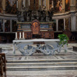 Pisa - Duomo interior. The nave and the altar — Stock Photo