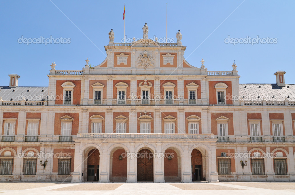 The Royal Palace of Aranjuez (Spanish: Palacio Real de Aranjuez) is a residence of the King of Spain. — Stock Photo #6848253
