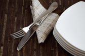 Disposición de las mesas con vajilla — Foto de Stock