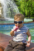 Boy in sun glasses eats ice-cream — Stock Photo