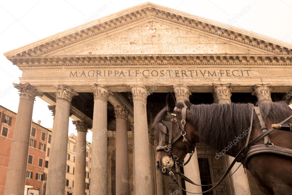 Horse carriage in front of the Pantheon, Rome — Stock Photo #6937269