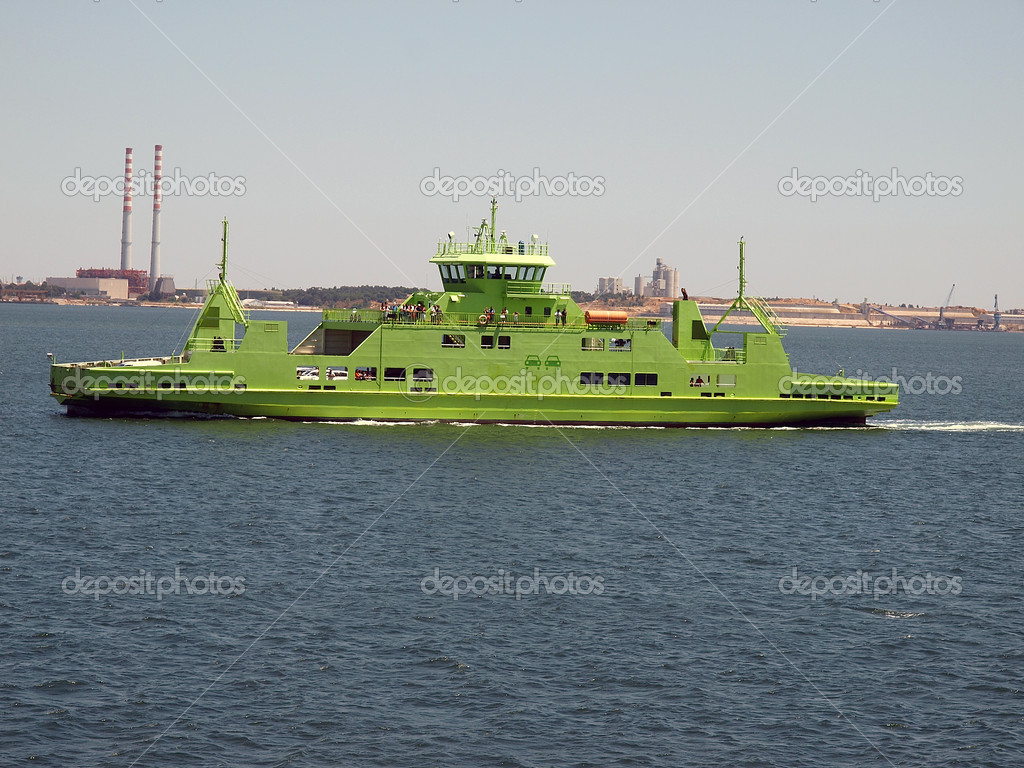 Ferry line-green color ferry — Lizenzfreies Foto #6801378