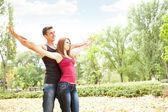 Casal alegre desfrutando no amor — Foto Stock