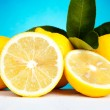 Lemons with leaves — Stock Photo
