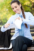 Businesswoman terminate the contract — Stock Photo
