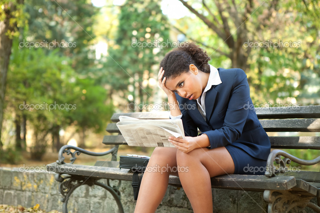 Upset , afro businesswoman with newspaper, bad news — Stock Photo #7585268